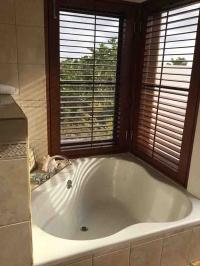 Coconut Poolside Master Bathtub