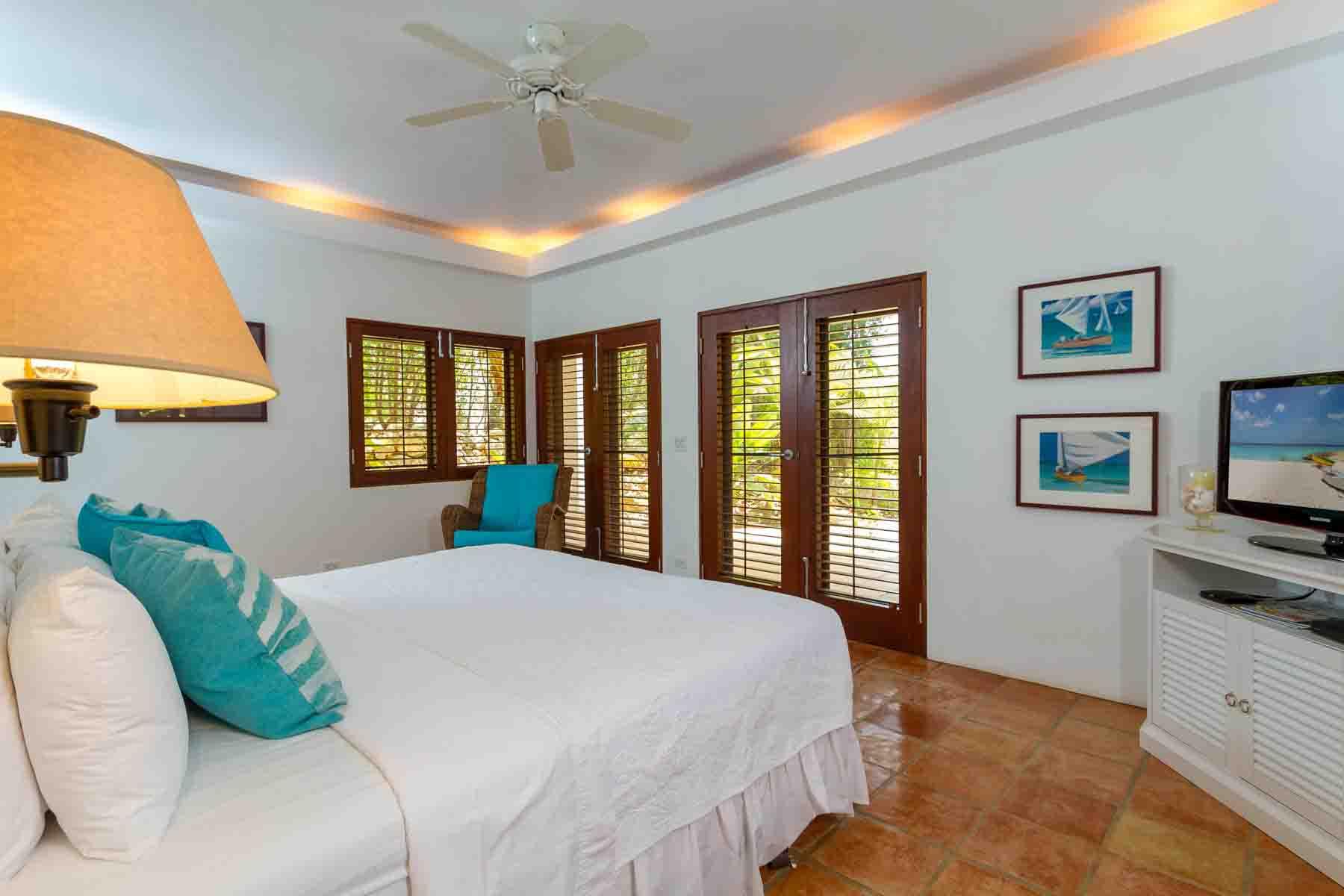 Beach Palm Villa Garden Master Suite